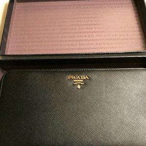 NWOT Prada Black (Noir) Saffiano Zip Around Wallet